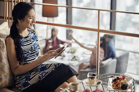 Dining & Entertainment - Tea Lounge